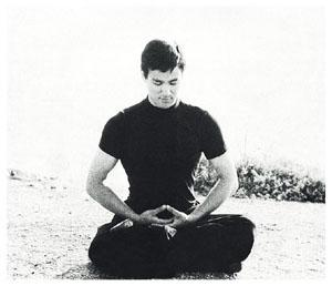 Resultado de imagen de bruce lee meditation
